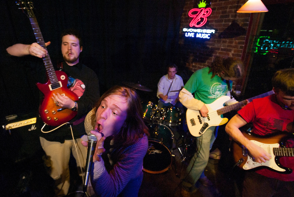 The band Perfect Confusion performs at Tidball's on Jan. 28, 2005 in Bowling Green, Ky. Three members of the band, Matthew Shultz, Brad Shultz and Jared Champion, would go on to form the Grammy Award-winning Cage the Elephant. (Photo by David Albers)