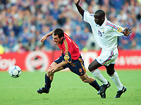 Fotball<br /> EM 2000 - Euro 2000<br /> Foto: Witters/Digitalsport<br /> NORWAY ONLY<br /> <br /> Pedro MUNITIS / Lilian THURAM<br /> Spania v Frankrike 1:2