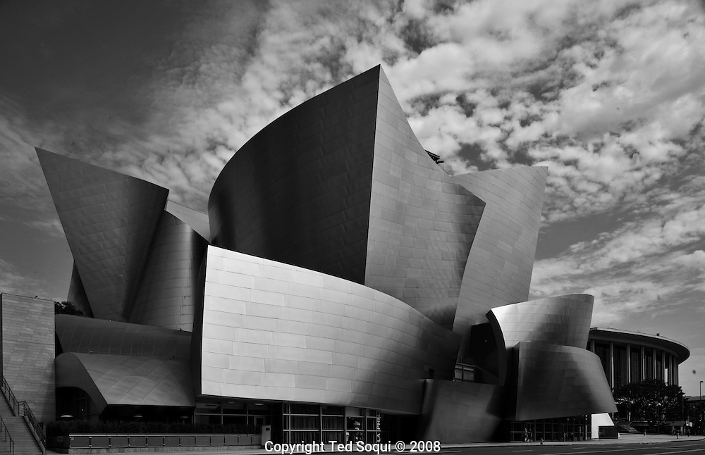 Exterior view of the Walt Disney Concert Hall designed by Frank Ghery.