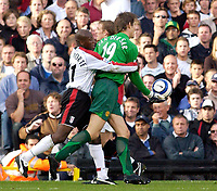 Photo: Daniel Hambury.<br />Fulham v Manchester United. The Barclays Premiership. 01/10/2005.<br />Fulham's Luis Boa Morte tries to get the ball from and Manchester Utd's Edwin van der Sar.