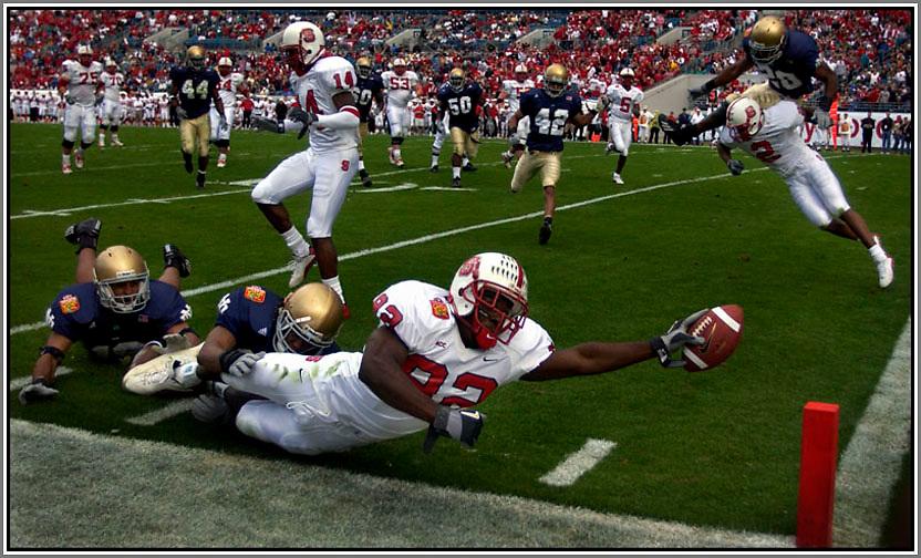 Notre Dame vs North Carolina State University Jan. 1 2003 in the Gator Bowl in Jacksonville, Fl.  (AP Photo/Stephen Morton)