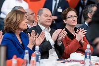 06 DEC 2019, BERLIN/GERMANY:<br /> Maliu Dreyer (L), SPD, Ministerpraesidentin Rheinland-Pfalz und komm. Parteivorsitzende, Olaf Scholz (M), SPD, Bundesfinanzminister, und Klara Geywitz, SPD, SPD Bundesprateitag, CityCube<br /> IMAGE: 20191206-01-017<br /> KEYWORDS: Party Congress, Parteitag, klatschen, applaudieren, Applaus