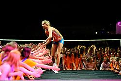 10-05-2008 VOLLEYBAL: DELA MEIDENDAG: APELDOORN<br /> Zo n 1500 meisjes woonden de teampresentatie van het Nederlands vrouwenvolleybalteam bij. De DELA meidendag werd weer een groot succes / Manon Flier<br /> ©2008-WWW.FOTOHOOGENDOORN.NL