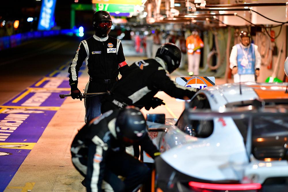 #86 Gulf Racing Porsche 911 RSR: Michael Wainwright, Benjamin Barker, Alex Davison, pit stop<br /> Sunday 17 June 2018<br /> 24 Hours of Le Mans<br /> 2018 24 Hours of Le Mans<br /> Circuit de la Sarthe  FR<br /> World Copyright: Scott R LePage