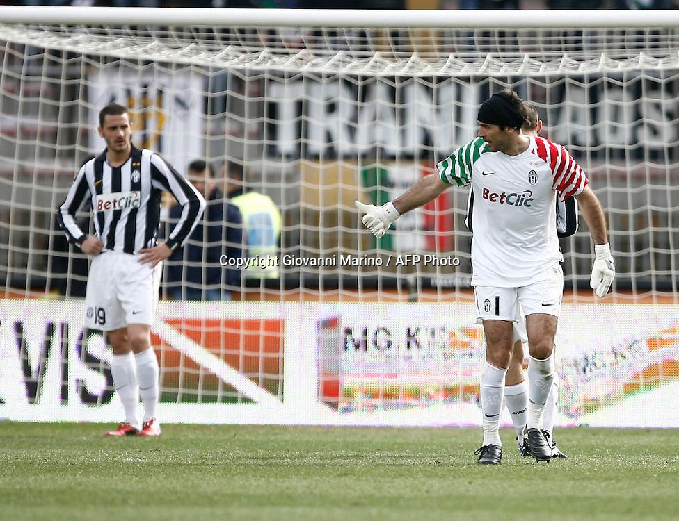 ITALY, Lecce :  L'espulsione di Buffon J.during the Serie A match between Lecce and Juventus at Stadio Via del Mare in Lecce on February 20, 2011. .AFP PHOTO / GIOVANNI MARINO