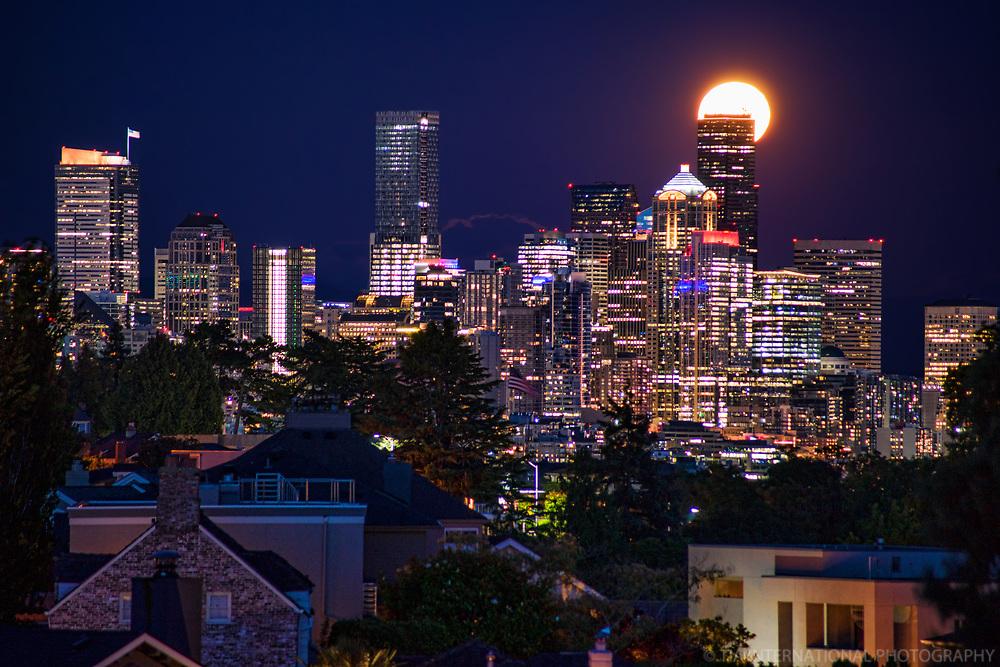 Full Sturgeon Moon Rising above Seattle