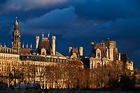 France, Paris (75), zone classée Patrimoine mondial de l'UNESCO, les toits de l'Hôtel de Ville // France, Paris, Hotel de Ville roof