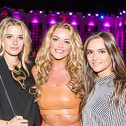 NLD/Hilversum/20160926 - Finale Miss Nederland 2016, Inge de Bruin en vriendinnen Roos van der Zee Melissa Schneiders