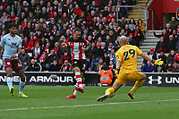 Football - 2019 / 2020 Premier League - Southampton vs. Aston Villa<br /> <br /> Southampton's Danny Ings see's his first half effort well saved by the legs of Pepe Reina of Aston Villa during the Premier League match at St Mary's Stadium Southampton <br /> <br /> COLORSPORT/SHAUN BOGGUST