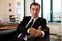 05 JAN 2012, BERLIN/GERMANY:<br /> Cem Oezdemir, B90/Gruene Bundesvorsitzender, waerhend einem Interview, in seinem Buero, Bundesgeschaeftsstelle Buendnis 90 / Die Gruenen<br /> IMAGE: 20120105-01-028<br /> KEYWORDS: Cem Özdemir, Büro