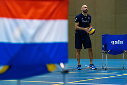 14-05-2019 NED: Training national volleyball team Women, Arnhem<br /> Dutch volleyball team women starts the training yesterday. There is a tough program ahead this summer. They starts with group matches of the VNL, then OKT in Catania in Italy, Worldcup in Japan and the European Championship played in Hungary / Coach Jamie Morrison of Netherlands