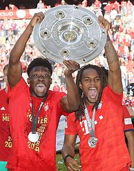 18.05.2019, Allianz Arena, Muenchen, GER, 1. FBL, FC Bayern Muenchen vs Eintracht Frankfurt, 34. Runde, Meisterfeier nach Spielende, im Bild Alphonso Davies und Renato Sanches mit Meisterschale Jubel // during the celebration after winning the championship of German Bundesliga season 2018/2019. Allianz Arena in Munich, Germany on 2019/05/18. EXPA Pictures © 2019, PhotoCredit: EXPA/ SM<br /> <br /> *****ATTENTION - OUT of GER*****