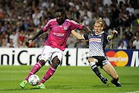 FOOTBALL - UEFA CHAMPIONS LEAGUE 2011/2012 - GROUP STAGE - GROUP D - OLYMPIQUE LYONNAIS v DINAMO ZAGREB - 27/09/2011 - PHOTO JEAN MARIE HERVIO / DPPI - BAFETIMBI GOMIS (OL) / DOMAGOJ VIDA (ZAG)