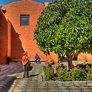 """South America, Peru, Andes, Andes Mountains, Arequipa, Whire City, Santa Catalina. A courtyard in the Monasterio Santa Catalina in the """"White City"""" of Arequipa, Peru."""