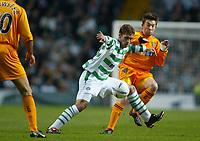 Fotball - Skotsk Liga - 29.12.2002<br /> Celtic v Dunfirmline<br /> Stillian Petrov - Celtic<br /> Barry Nicholson - Dunfirmline<br /> Foto: Jed Leicester, Digitalsport