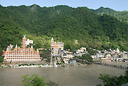 India, Uttarakhand, Rishikesh, Ram Jhula Bridge across the Ganges,
