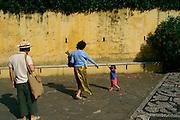 ITALY, Liguria, Zoagli: sulla via della spiaggia....ITALY, Liguria, Zoagli:on the way to the beach...
