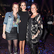 NLD/Hilversum/20141027 - Finale Holland Next Top Model 2014, Lola Brood, haar moede Xandra en zus