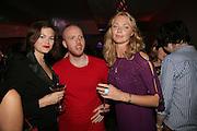 JASMINE GUINNESS, THOMAS VICARY AND  JODIE KIDD,  Oli fashion launch. Haymarket Hotel. London. 4 July 2007.  -DO NOT ARCHIVE-© Copyright Photograph by Dafydd Jones. 248 Clapham Rd. London SW9 0PZ. Tel 0207 820 0771. www.dafjones.com.