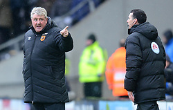 Hull City Manager, Steve Bruce clashes with the 4th Official after his team had a goal disallowed - Photo mandatory by-line: Richard Martin-Roberts/JMP - Mobile: 07966 386802 - 31/01/2015 - SPORT - Football - Hull - KC Stadium - Hull City v Newcastle United - Barclays Premier League