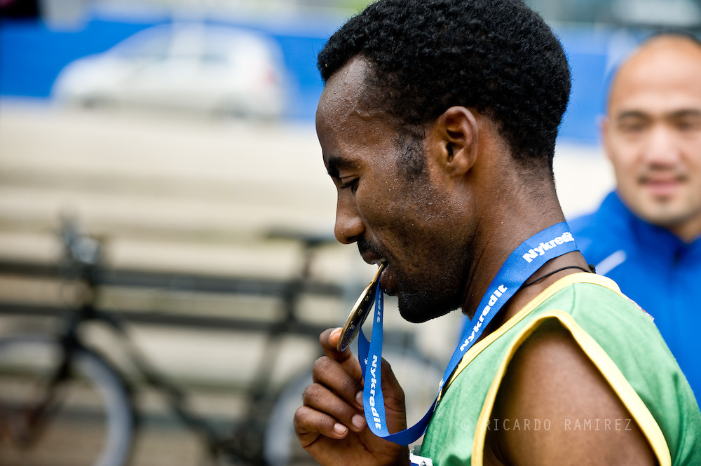 18.05.14. Copenhagen, Denmark.  Kenya's Amara Abebe was the second of the Copenhagen Marathon 2014, after running 42,195 km in 2 hrs, 21 minutes and 34 seconds. About 12,010 contestants participated in the marathon that started in Islands Brygge.Photo: © Ricardo Ramirez