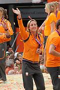 Nederlandse Olympische ploeg komt thuis en wordt gehuldigd op het plein voor Station Den Bosch.<br /> <br /> Op de foto:  Marleen Veldhuis