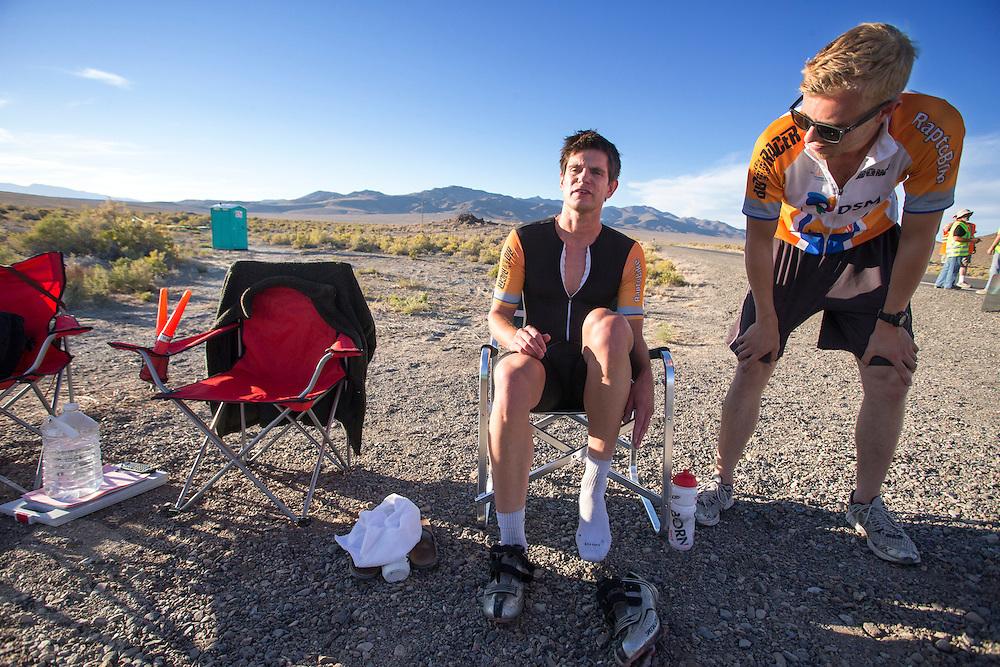 Jan Bos (links) wordt na afloop van zijn race begeleidt door Kai. In de buurt van Battle Mountain, Nevada, strijden van 10 tot en met 15 september 2012 verschillende teams om het wereldrecord fietsen tijdens de World Human Powered Speed Challenge. Het huidige record is 133 km/h.<br /> <br /> Jan Bos is supported after his race by Kai. Near Battle Mountain, Nevada, several teams are trying to set a new world record cycling at the World Human Powered Vehicle Speed Challenge from Sept. 10th till Sept. 15th. The current record is 133 km/h.