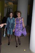 Esther Rantzen and Emily Wilcox. Talk pre-Bafta party. St. Martin's Lane Hotel. London. 24 February 2001. © Copyright Photograph by Dafydd Jones 66 Stockwell Park Rd. London SW9 0DA Tel 020 7733 0108 www.dafjones.com
