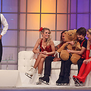 NLD/Hilversum/20110204 - 2e Liveshow Sterren Dansen op het IJs 2011, Vivian Reijs en schaatspartner Nick Keagan, Ralf Mackenbach en schaatspartner Ally Hornsby