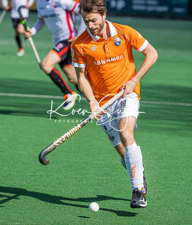 BLOEMENDAAL - Tom Hiebendaal (Bldaal)  tijdens de hoofdklasse hockeywedstrijd dames , Bloemendaal-Oranje Rood  (3-1).  COPYRIGHT  KOEN SUYK