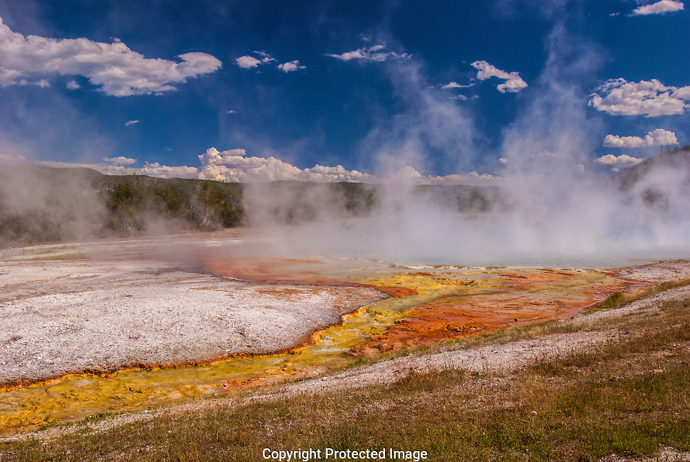 Boiling Midway Geyser, Yellowstone National Park.