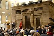 """Opening van de  tentoonstelling 'Petra. Wonder in de woestijn' in het Rijksmuseum van Oudheden in Leiden.<br /> <br /> Opening of the exhibition """"Petra. Miracle in the desert """"in the Museum of Antiquities in Leiden.<br /> <br /> Op de foto / On the photo :  Prinses Sumaya bint El Hassan van Jordanie geeft een toespraak bij de opening van de tentoonstelling Petra. / Princess Sumaya bint El Hassan of Jordan gives a speech at the opening of the exhibition Petra."""