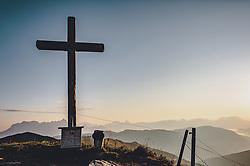THEMENBILD - das Gipfelkreuz am Stemmkogel in der Morgensonne, aufgenommen am 31. August 2019, Hinterglemm, Österreich // the summit cross at Stemmkogel in the morning sun on 2019/08/31, Hinterglemm, Austria. EXPA Pictures © 2019, PhotoCredit: EXPA/ Stefanie Oberhauser