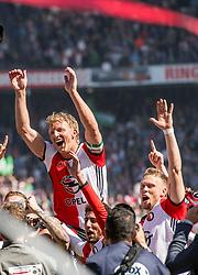 14-05-2017 NED: Kampioenswedstrijd Feyenoord - Heracles Almelo, Rotterdam<br /> In een uitverkochte Kuip speelt Feyenoord om het landskampioenschap / Spelers van Feyenoord vieren het kampioenschap. Dirk Kuyt #7