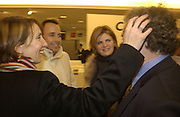Sam Taylor-Wood, David Furnish, Suzannah constantine and Norman Rosenthall. Launch of Home and Dry,  Pet Shop Boys video made by Wolfgang Tillmans. Inside Space. Selfridges. 14 January 2001. © Copyright Photograph by Dafydd Jones 66 Stockwell Park Rd. London SW9 0DA Tel 020 7733 0108 www.dafjones.com