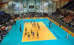 01-06-2006 VOLLEYBAL: EK KWALIFICATIE: NEDERLAND - ZWEDEN: ROTTERDAM<br /> Nederland wint het eerste duel van de EK kwalificatie reeks met 3-0 / De mooi aangeklede TopSporthal<br /> ©2006-WWW.FOTOHOOGENDOORN.NL