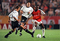 Patrick Vieira (Arsenal) Zdenek Svoboda (Sparta Prague). AC Sparta Prague 0:1 Arsenal. UEFA Champions League, Prague, Czech Republic, 12/9/2000. Credit: Colorsport / Stuart MacFarlane.