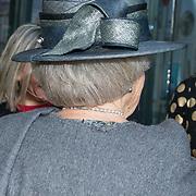 NLD/Hilversum/20181212 - Beatrix onthult nieuwe naam van Sensoor, Grijze hoed prinses Beatrix