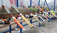 UTRECHT - hockey- hockeysticks in de dug out voor  de hoofdklasse competitie hockeywedstrijd heren  Kampong- Oranje Rood (2-1). COPYRIGHT KOEN SUYK