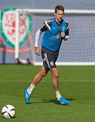 NEWPORT, WALES - Wednesday, October 8, 2014: Wales' David Edwards training at Dragon Park National Football Development Centre ahead of the UEFA Euro 2016 qualifying match against Bosnia and Herzegovina. (Pic by David Rawcliffe/Propaganda)