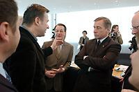17 MAR 2003, BERLIN/GERMANY:<br /> Klaus Wowereit, SPD, Reg. Buergermeister Berlin, Franz Muentefering, SPD Fraktionsvorsitzender, und Wolfgang Clement, SPD, Bundeswirtschaftsminister, (v.L.n.R.), im Gespraech, vor Beginn der Sitzung des SPD Praesidiums, Willy-Brandt-Haus<br /> IMAGE: 20030317-01-007<br /> KEYWORDS: Präsidium, Bürgermeister, Franz Müntefering, gespräch