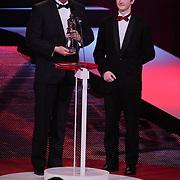NLD/Den Haag/20111212 - NOC / NSF Sportgala 2011, Emile Roemer overhandigt prijs voor Gehandicapte sporter van het jaar aan Sascha de zoon zeiler Thierry Schmitter