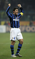 Fotball<br /> Italia<br /> Foto: Inside/Digitalsport<br /> NORWAY ONLY<br /> <br /> 23.12.2007<br /> Derby Inter v Milan (2-1)<br /> <br /> Javier Zanetti (Inter) celebrates at the end of the match