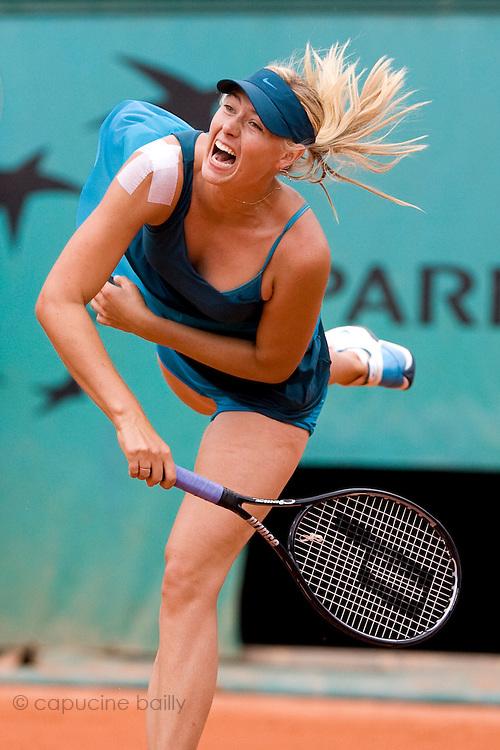 Paris, France. May 27th 2009. .Roland Garros - Tennis French Open. 1st Round..Russian player Maria Sharapova against Nadia Petrova..