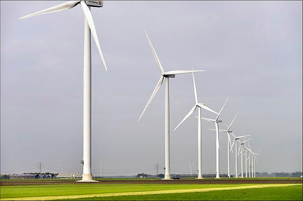 Nederland, Zeewolde, 23-10-2014Nieuwe, moderne, windmolens van Vattenfall in het windpark Prinses Alexia. De nieuwe windturbines zijn gebouwd door Nuon in de Zuidlob.Foto: Flip Franssen/Hollandse Hoogte