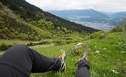 THEMENBILD - durch die Region in und um Innsbruck führen zahlreiche Wanderwege und -routen für alle Zielgruppen. Vom Familienwanderweg bis zu hochalpinen Touren ist für alle Naturbegeisterten etwas dabei. Im Bild Blick auf Innsbruck von kurz unterhalb der Höttinger Alm // The region in and around Innsbruck lead numerous hiking trails and routes for all target groups. From the family hiking trail to high alpine tours, there is something for all nature enthusiasts. Innsbruck, Austria on2017/05/21. EXPA Pictures © 2017, PhotoCredit: EXPA/ Jakob Gruber