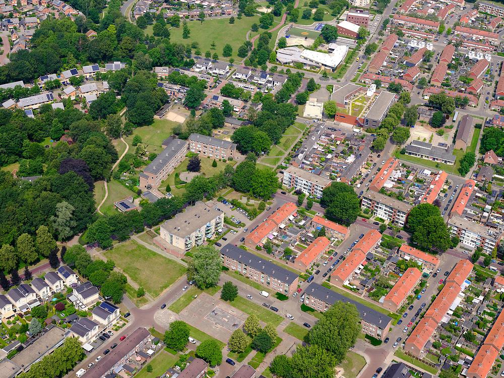 Nederland, Overijssel, Gemeente Enschede; 21–06-2020; Overzicht woonwijk Stadsveld en 't Zwering, Zuidwest-Enschede.<br /> Overview residential area Stadsveld en 't Zwering, Southwest-Enschede.<br /> <br /> luchtfoto (toeslag op standard tarieven);<br /> aerial photo (additional fee required)<br /> copyright © 2020 foto/photo Siebe Swart