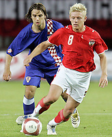 Fotball<br /> Privatlandskamp 23.05.2006<br /> Østerrike v Kroatia / Austria v Croatia<br /> Foto: Gepa/Digitalsport<br /> NORWAY ONLY<br /> <br /> Niko Kranjcar (CRO) und Thomas Prager (AUT)