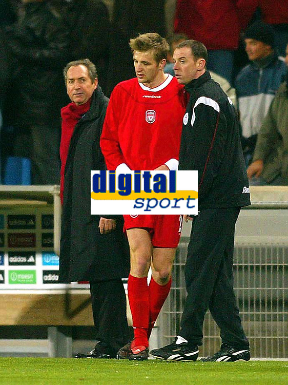 Photo: Scott Heavey.<br /> Olympique de Marseeille v Liverpool. UEFA Cup 4th Round, second leg.<br /> Gerrard Houllier watches as Igor Biscan trudges off after seeing the red card
