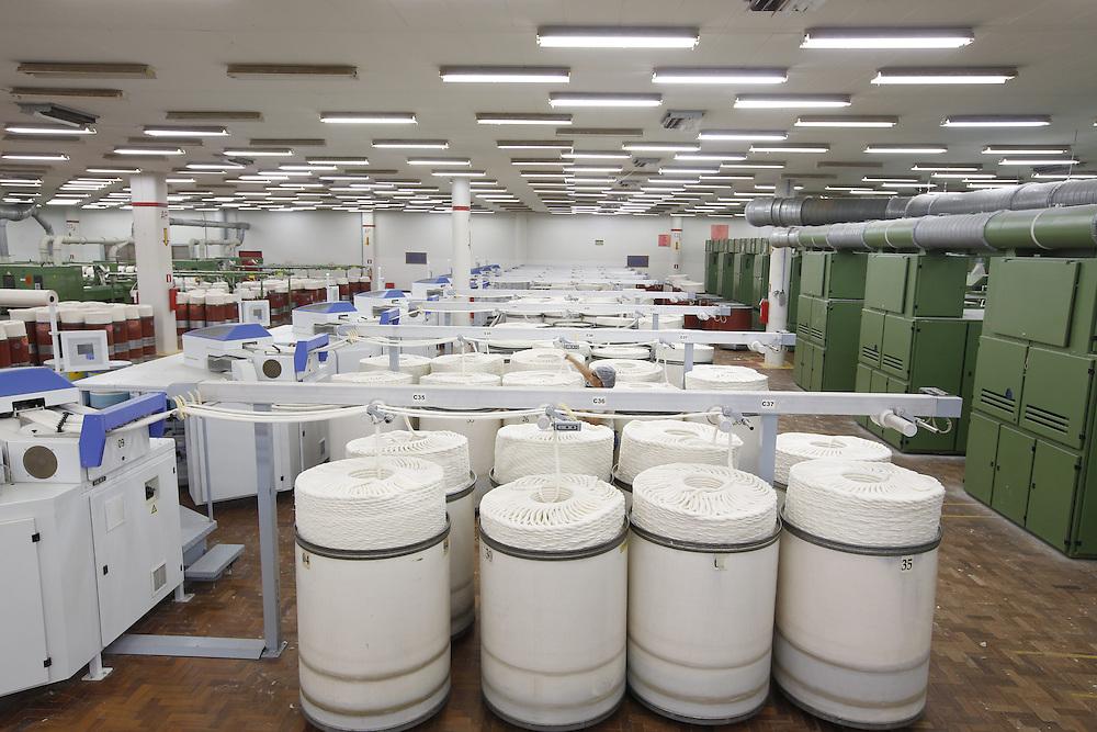 Montes Claros_MG, Brasil.<br /> <br /> Cardas de algodao no setor de fiacao na fabrica de tecidos em Montes Claros, Minas Gerais.<br /> <br /> Cotton carding in spinning industry in the textile factory in Montes Claros, Minas Gerais.<br /> <br /> Foto: LEO DRUMOND / NITRO